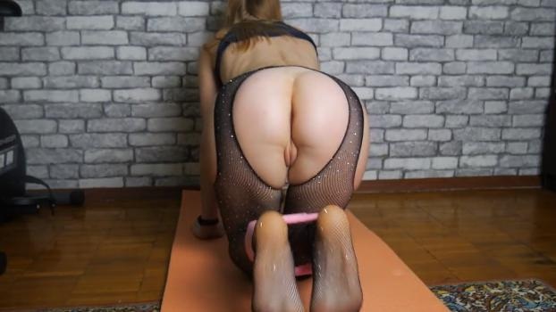 Redhead Foxy Nude & Porn Booty Workout Leaked!